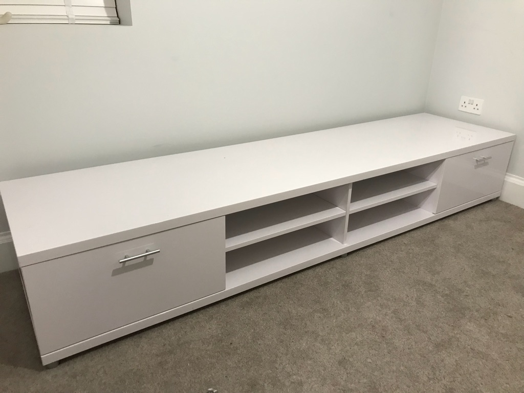 White high gloss tv stand / entertainment unit