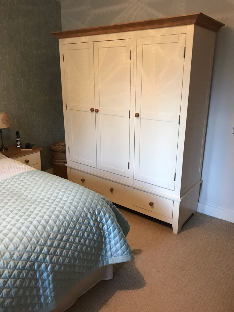 Cotswold bedroom furniture set
