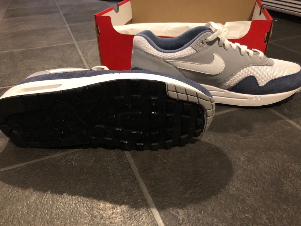 BRAND NEW*** Nike Air Max Size 9