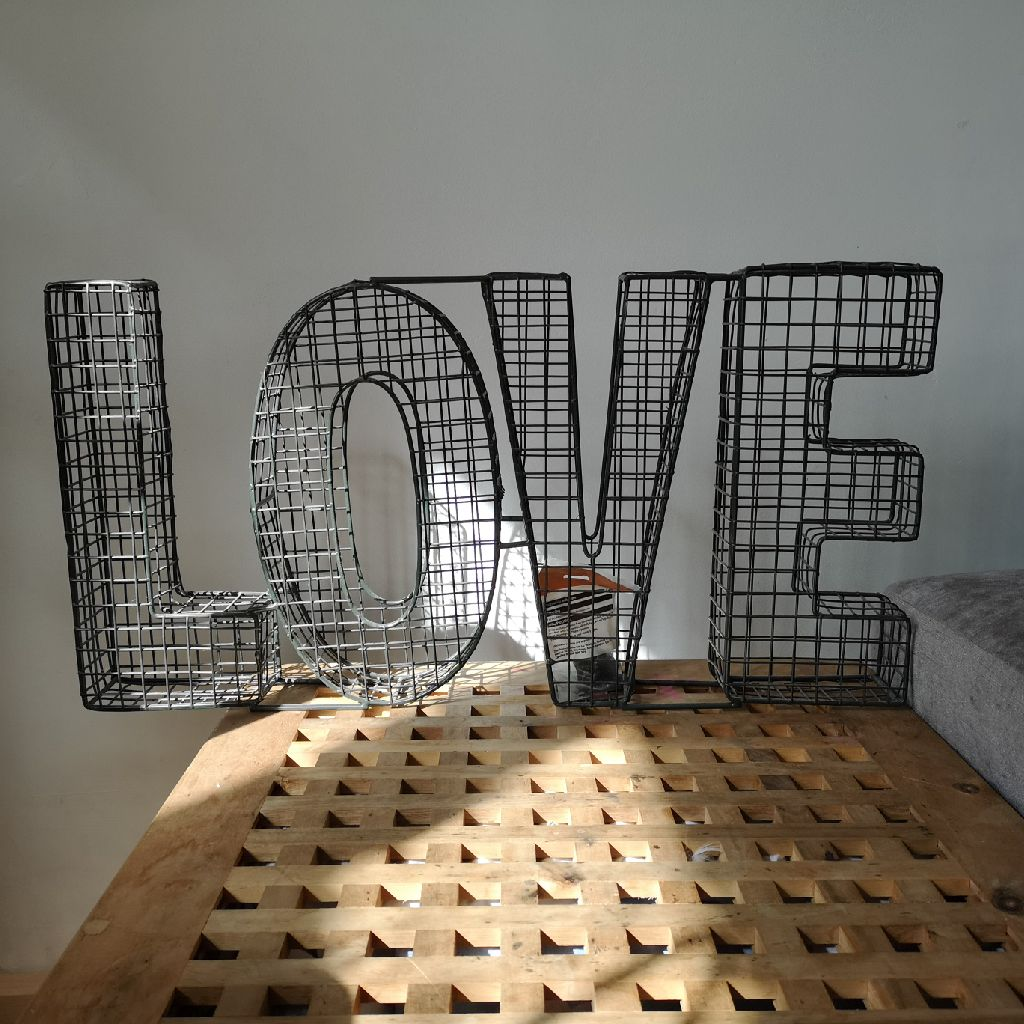 3d wire love wall hanging