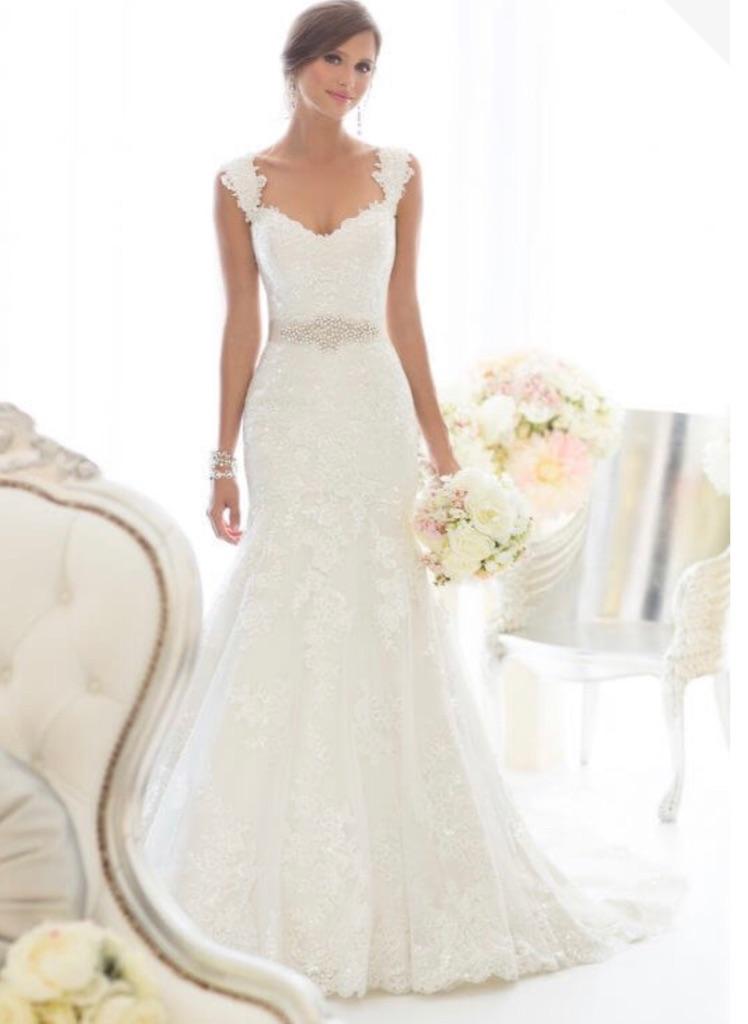 Essense Of Australia Wedding Dress (Size 18) PLUS underskirt and matching veil!