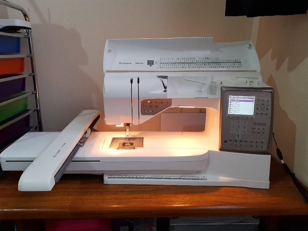 Hausavana emboradiry sewing machine toppaz30 designer
