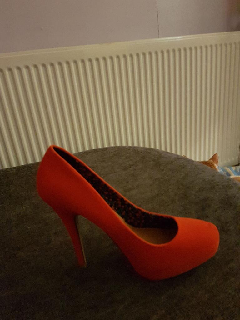 7 pairs of ladies shoes