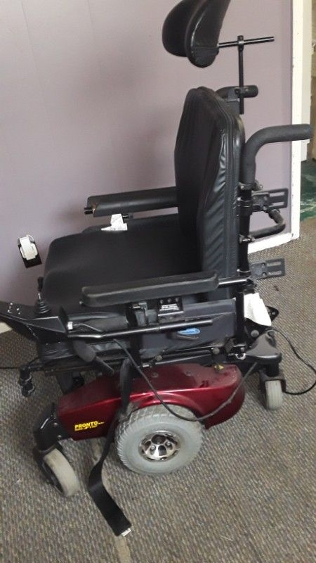 Pronto electric wheelchair