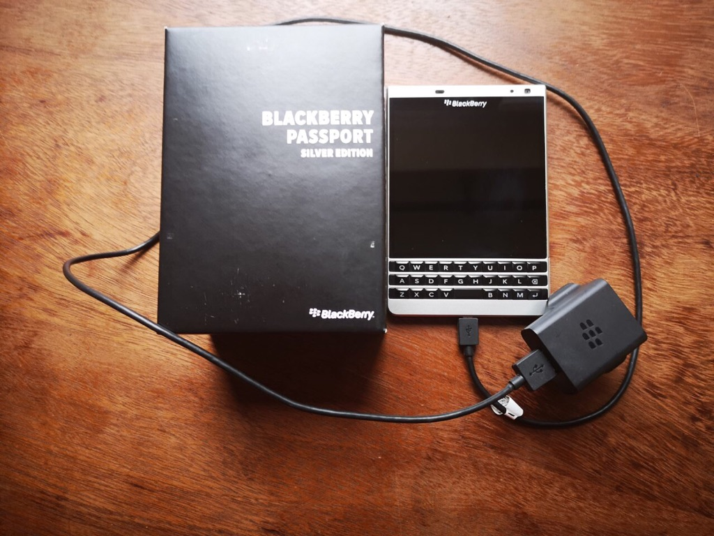 Blackberry Passport Silver edition 32GB immaculate condition