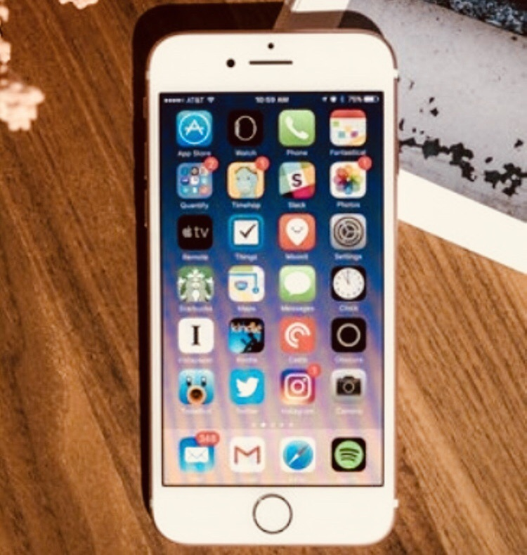 iPhone 7 gold unlocked to any network with charger and gold case