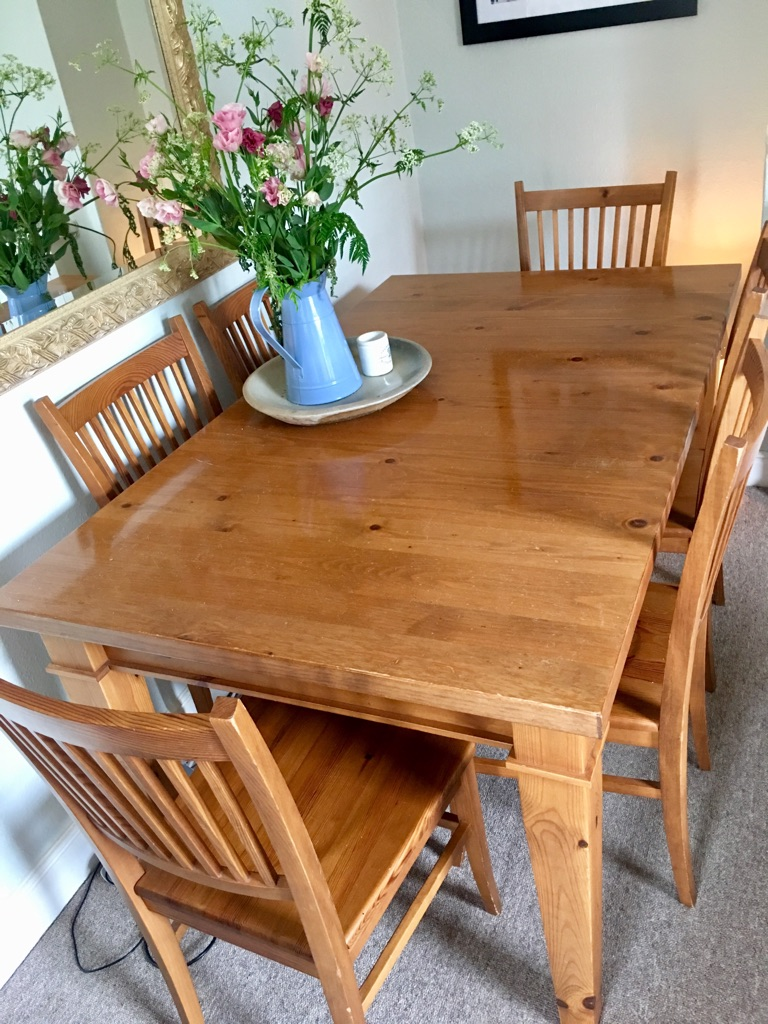 Extendable Dining Room Table and 8 Chairs