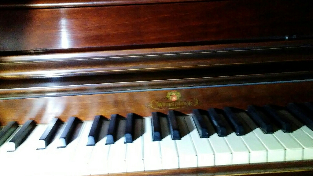 Wulitzer Upright antique Wurlitzer from the late 40s maintained and well taken of