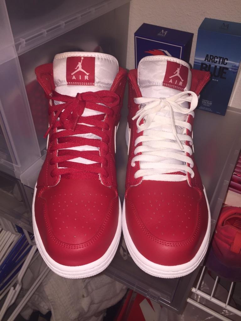Jordan 1 Red Mids