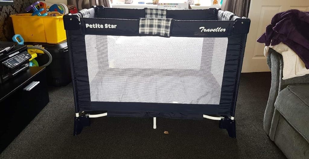 petite star travelling cot/playpen