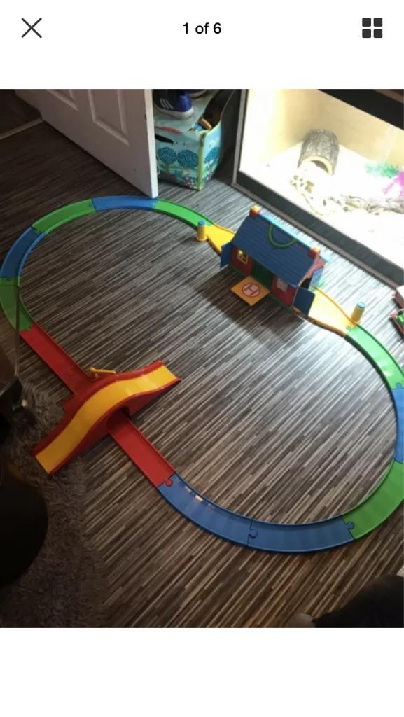 Thomas and friends large track, trains, garage and bridge set