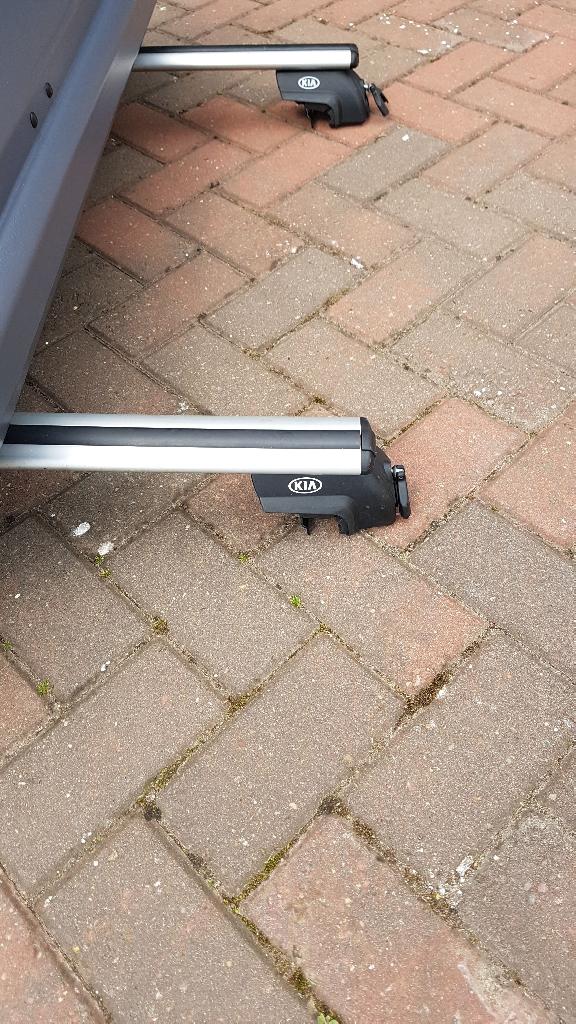 Genuine Kia roof bars. And roof box