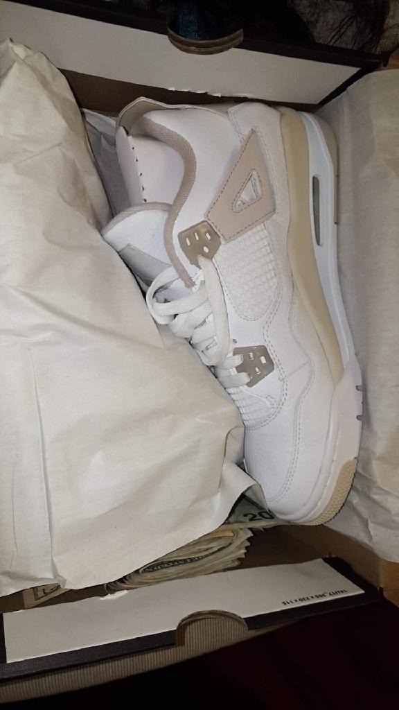 White Jordan 4s size 7