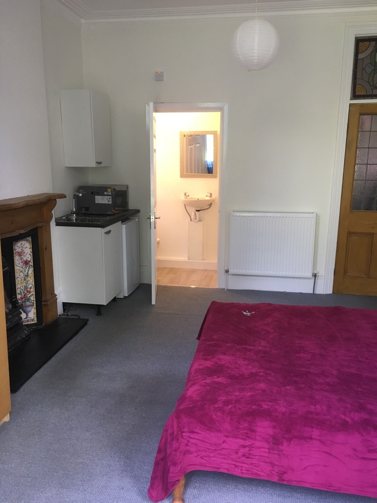 Self contained Studio double with kitchenette, en-suite and parking