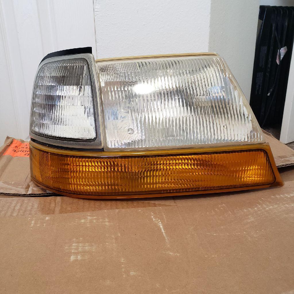 2010 Ford Ranger Head Lights Complete SET OEM