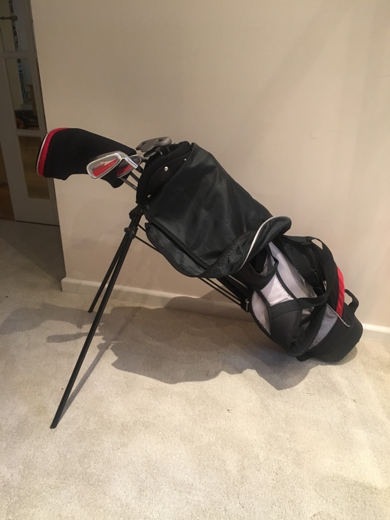 Young Gun golf set. Bag and 6 clubs. Never used, like new.