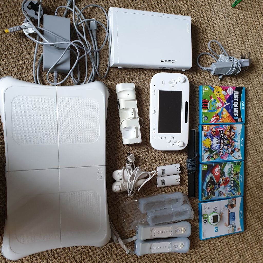 Wii u + wiifit board + games + accessories