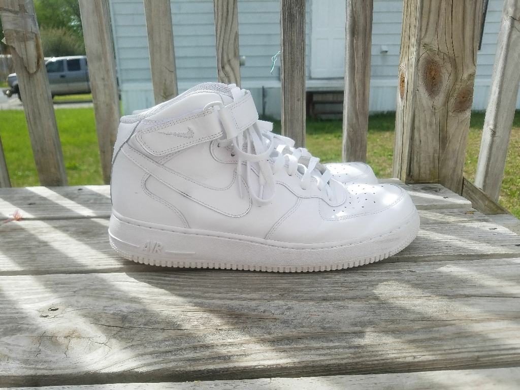 Mens Nike Air Force 1 mid top (size 12)