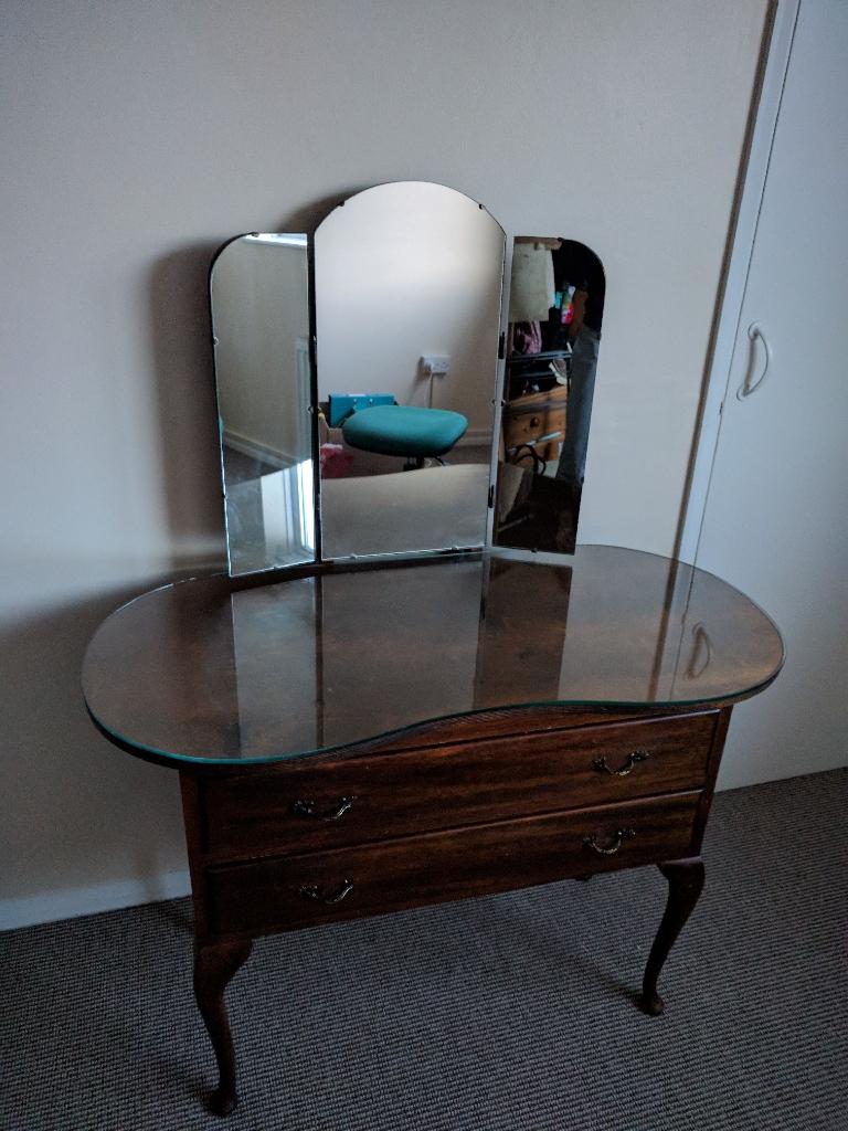 Original shabby chic make-up/ dressing table