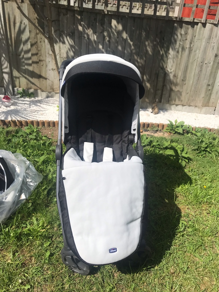 Chicco 3 in 1 pram , car seat and pushchair