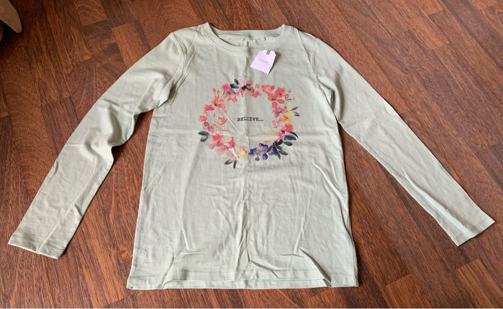 Girls green long sleeve T-shirt 11 years bnwt