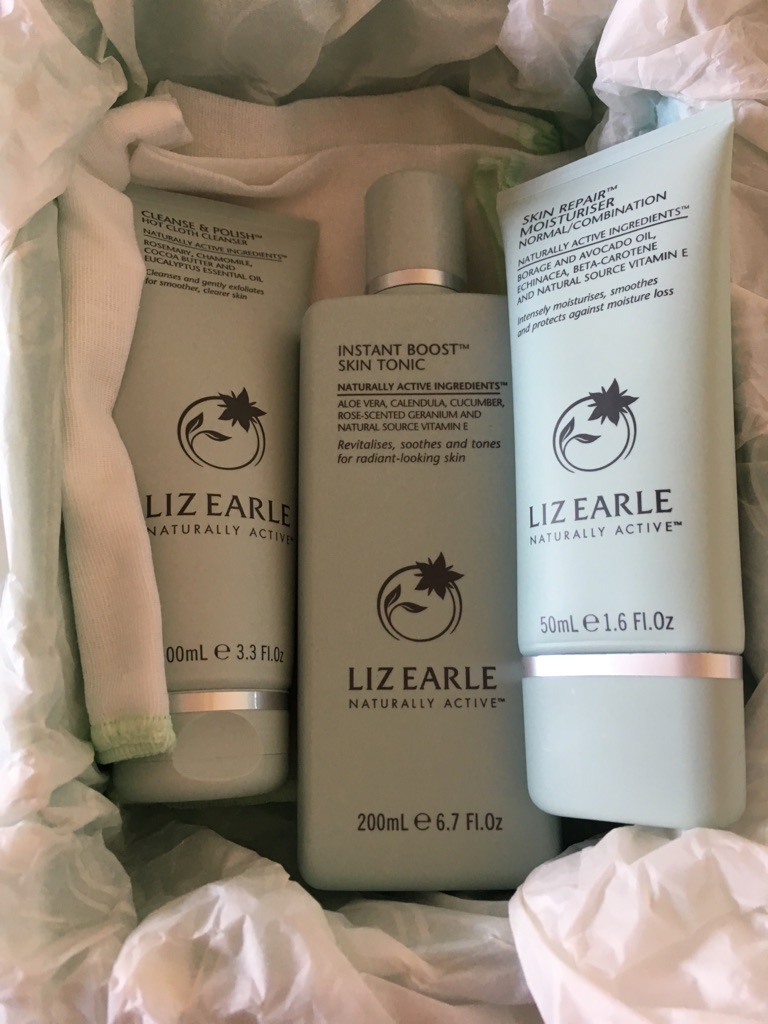 Liz Earle NEW Skincare set - boxed