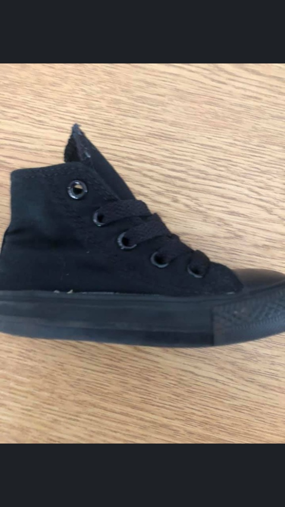 Kids black converse never been worn size 6