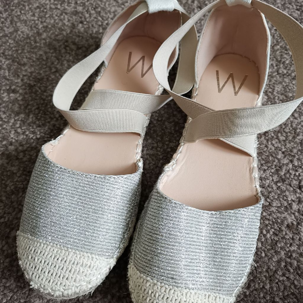 Cream/silver shoes