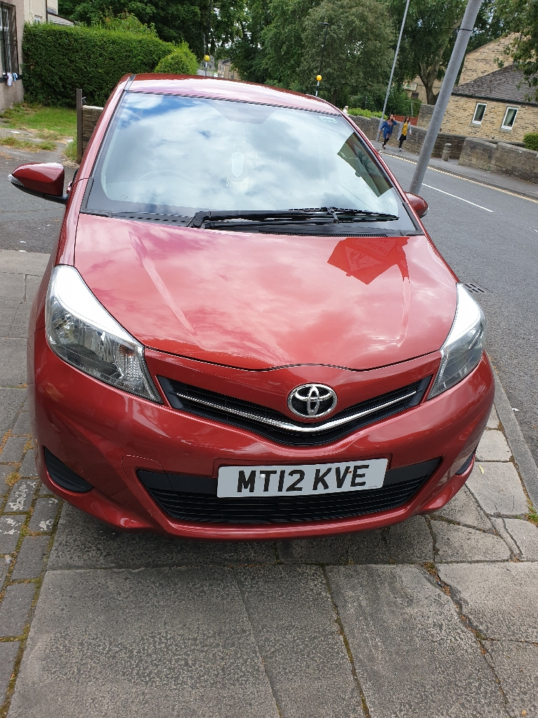 Toyota Yaris Manual Diesel Hatchback 5-dr 1.4 2012 RED