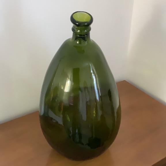 Decorative glassblowing Large vase or ornament