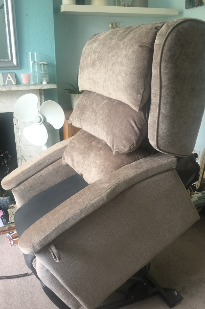 Configura rise and recline chair