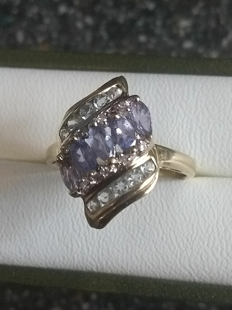 9ct gold aquamarine Dia and amethyst ring sz 0