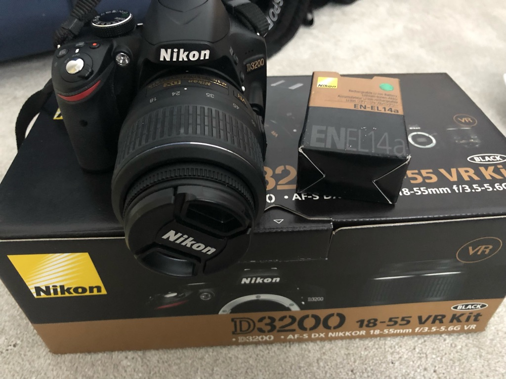 Nikon d3200 18-55 VR kit in original box with accessories