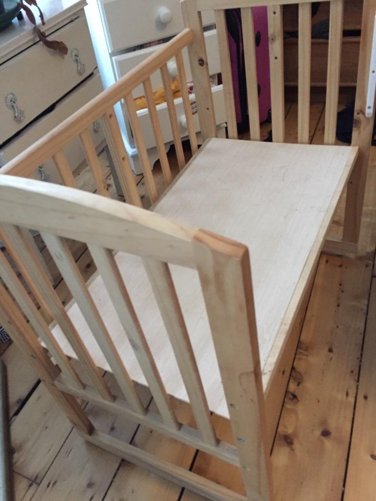 Co sleeping cot/ crib