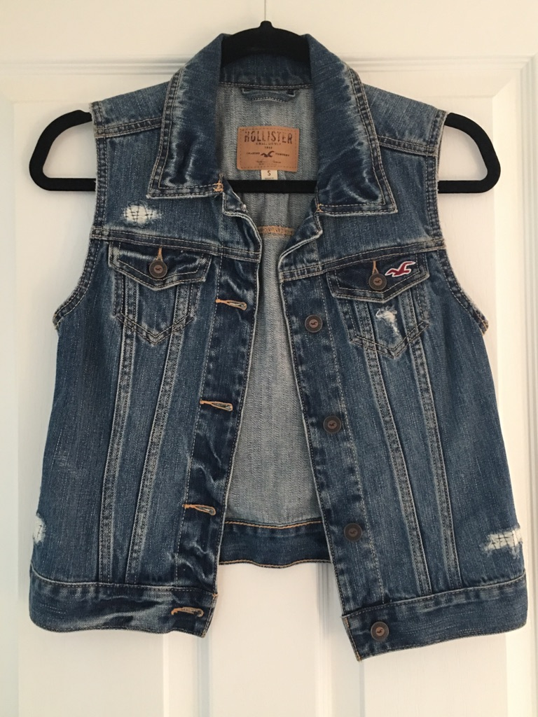 HOLLISTER DENIM JACKET SIZE S