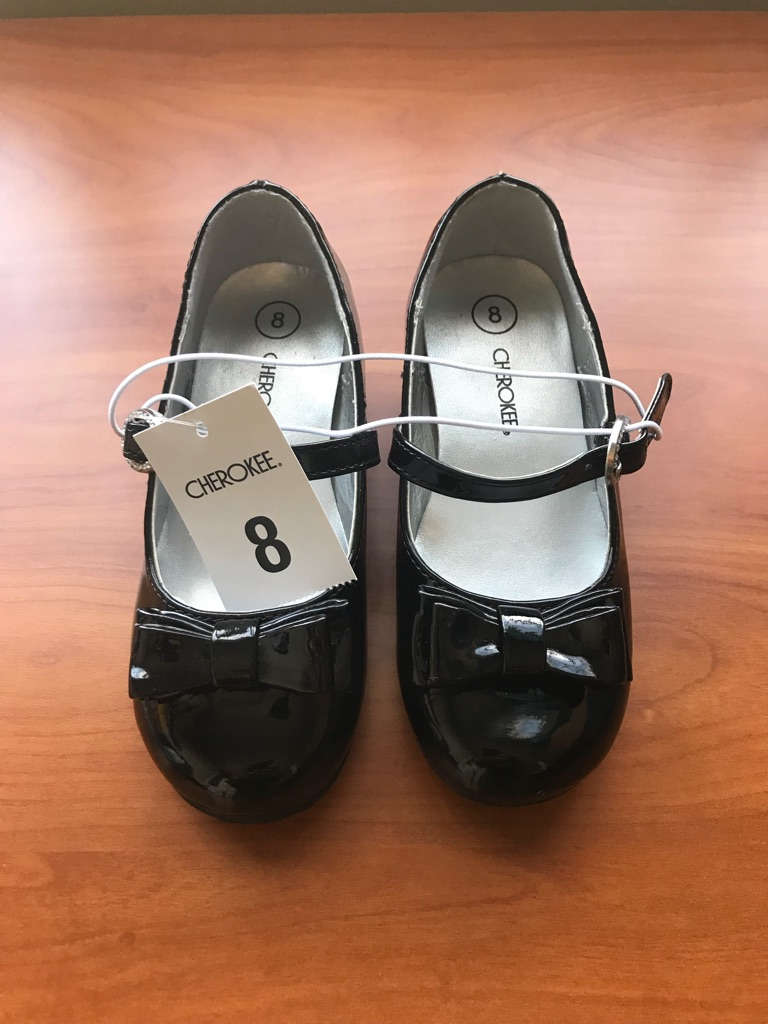 New Cherokee Girls Patent Leather Shoes - size 8