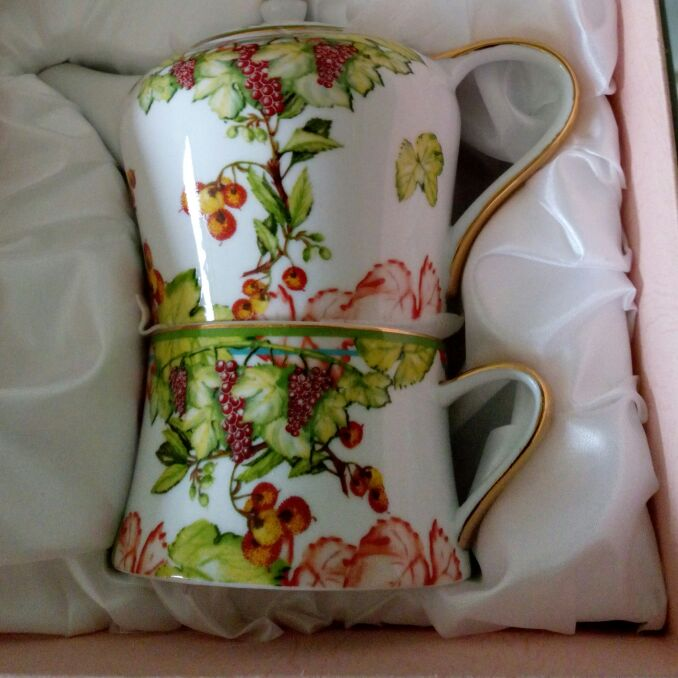 CUP/SAUCER & TEAPOT SET FOR ONE