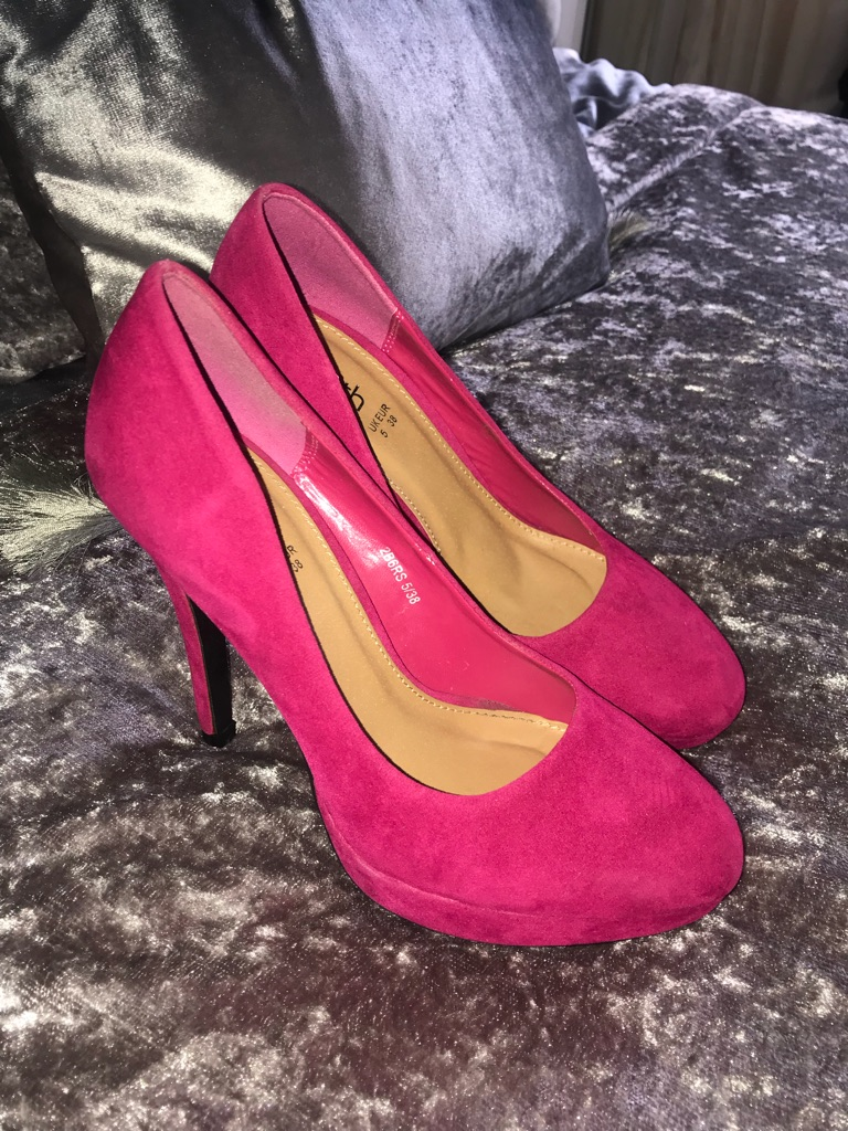SOUTH size 5 heels never worn