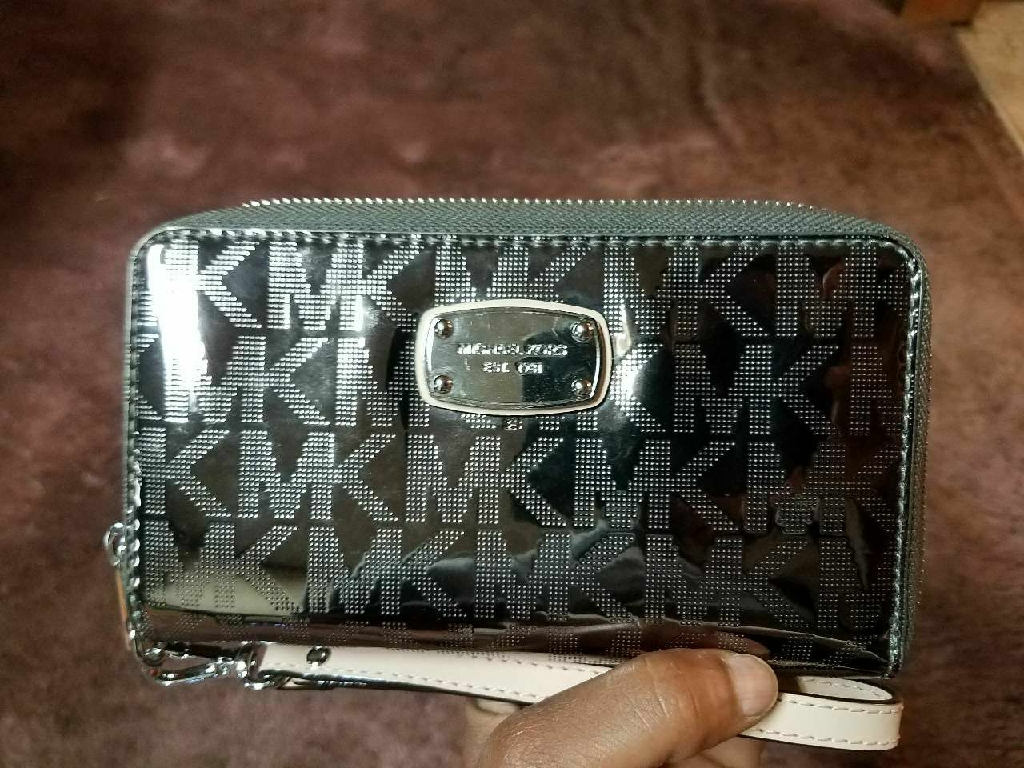 Michael kors.wallet