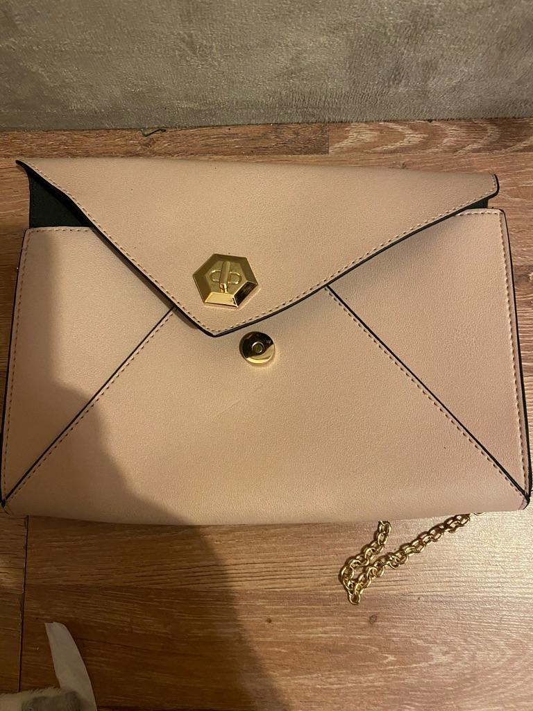 Various bags/handbags.
