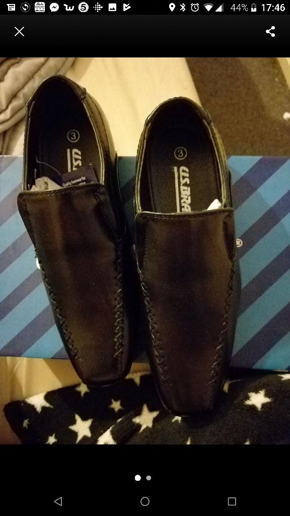 Boys size 3 black shoes bnib