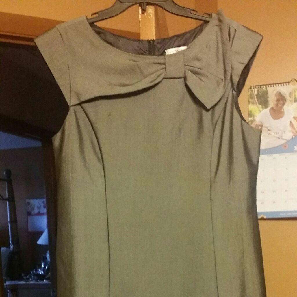 Sandra Darren, grey dress, size 16