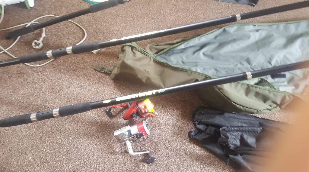3 sea fishing rods and 2 reels