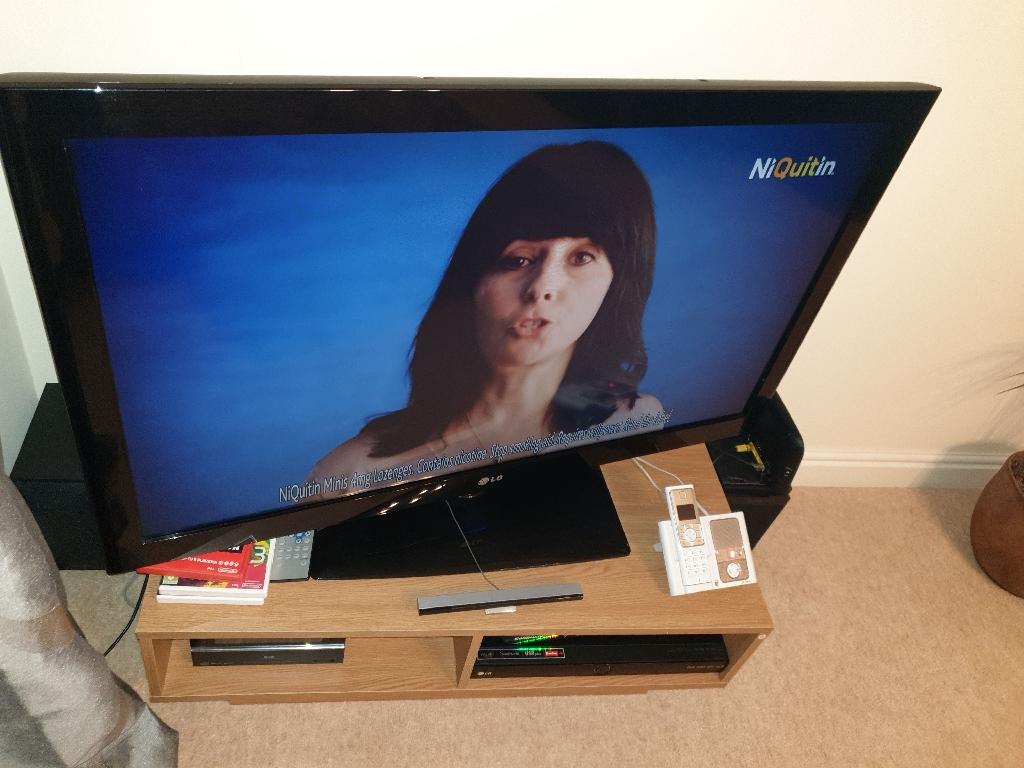 42' LG flat screen TV