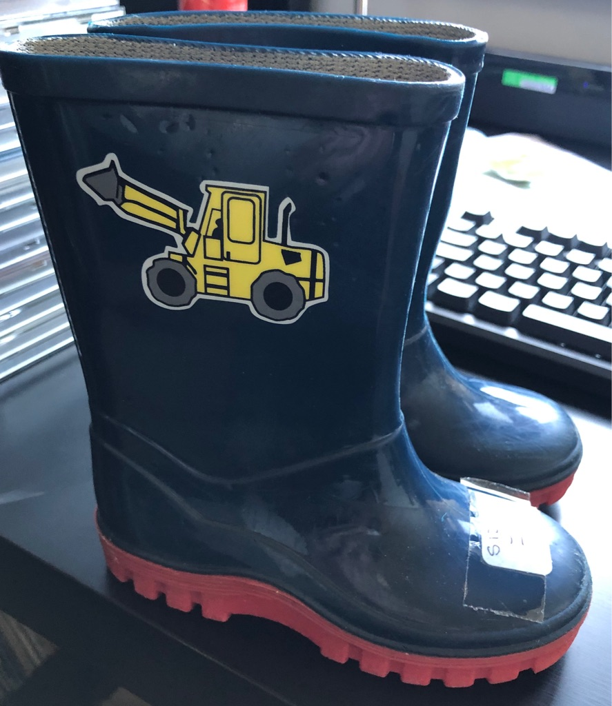 PAIR OF CHILDS WELLINGTON BOOTS
