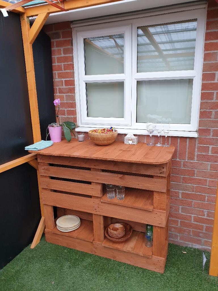 Handmade pallet garden bar table