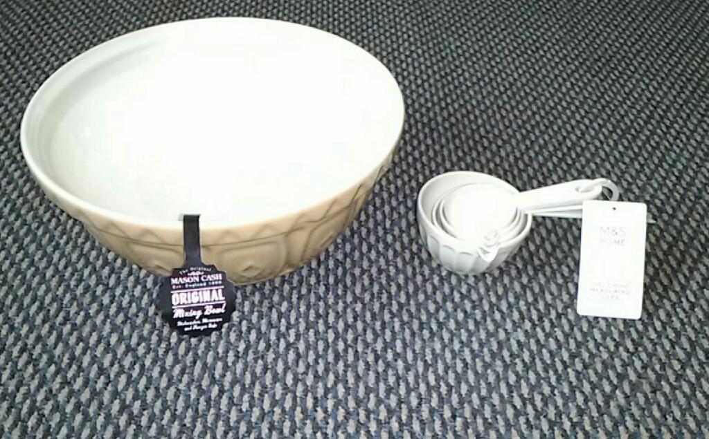 Mixing bowl and Measuring set