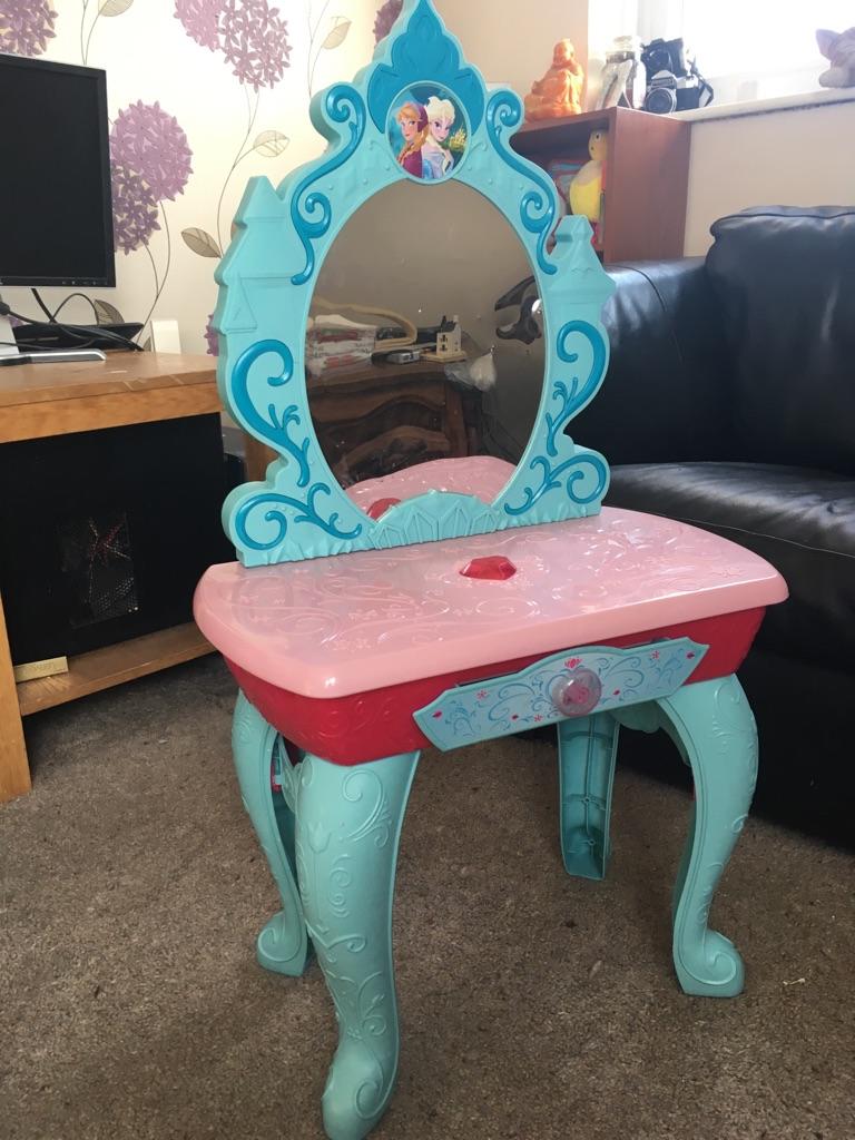Disney frozen princess dressing table