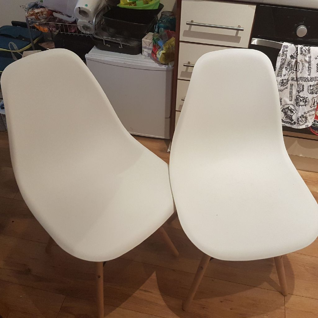 2x white retro kitchen chairs Charles Eames