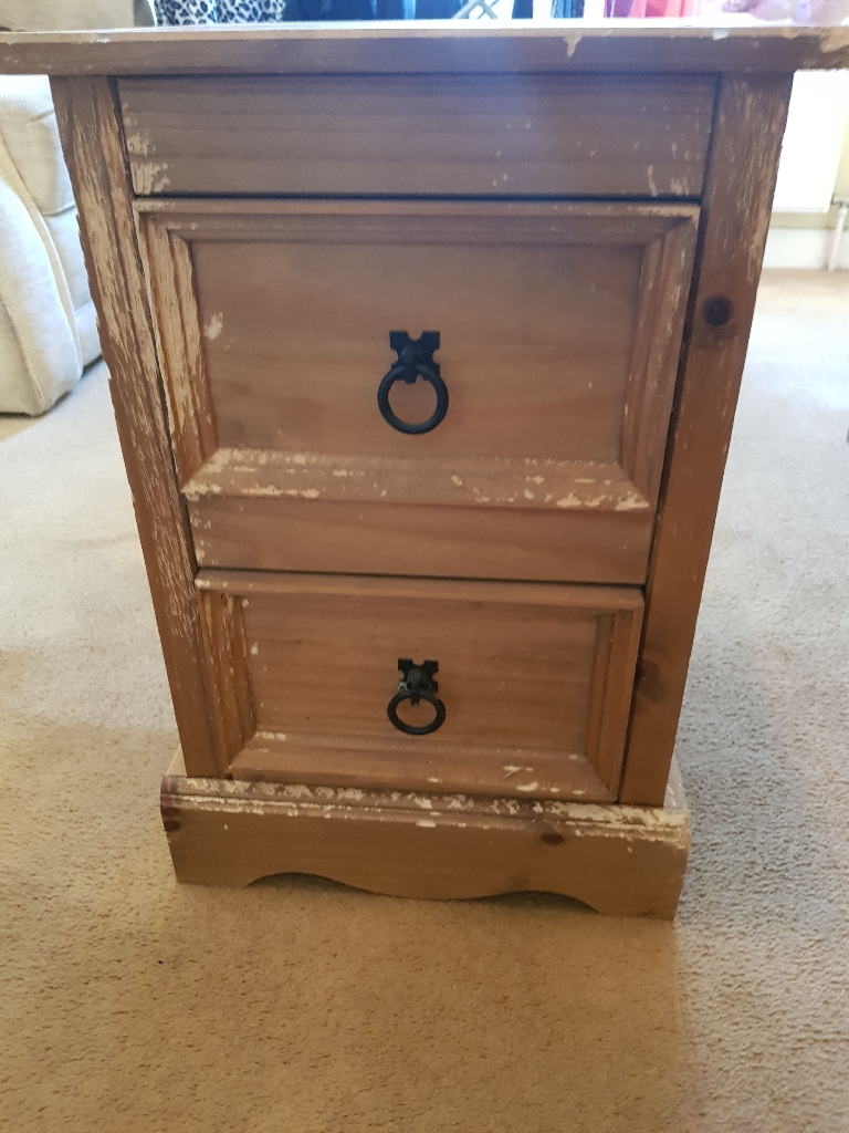 Set of two oak bedside tables with drawers